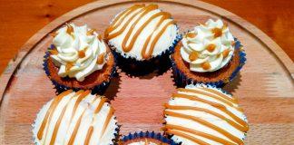 Cupcakes με Αχλάδι και Αλατισμένη Καραμέλα